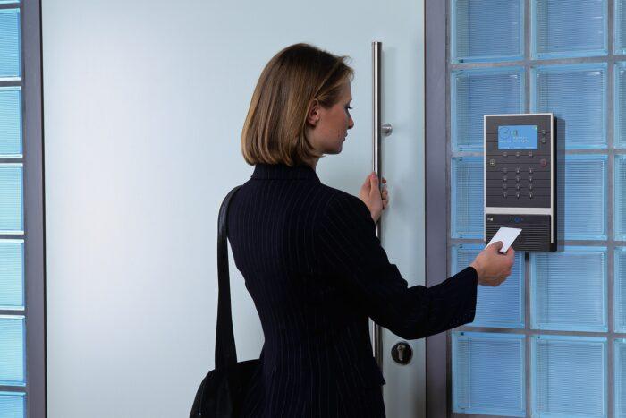 Read more about the article Secretaria Especial de Previdência e Trabalho abre consulta pública sobre ponto eletrônico